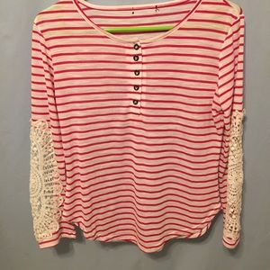 🌸Ann Taylor striped top with lace sleeves 🌸